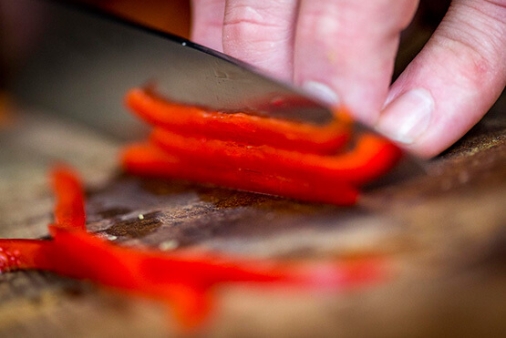 Recette facile : Velouté légumes verts, dos de cabillaud et lamelles de poivron rouge - Créaline
