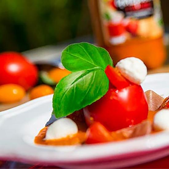 Recette estivale rafraichissante : gelée de gazpacho façon tomates mozzarella