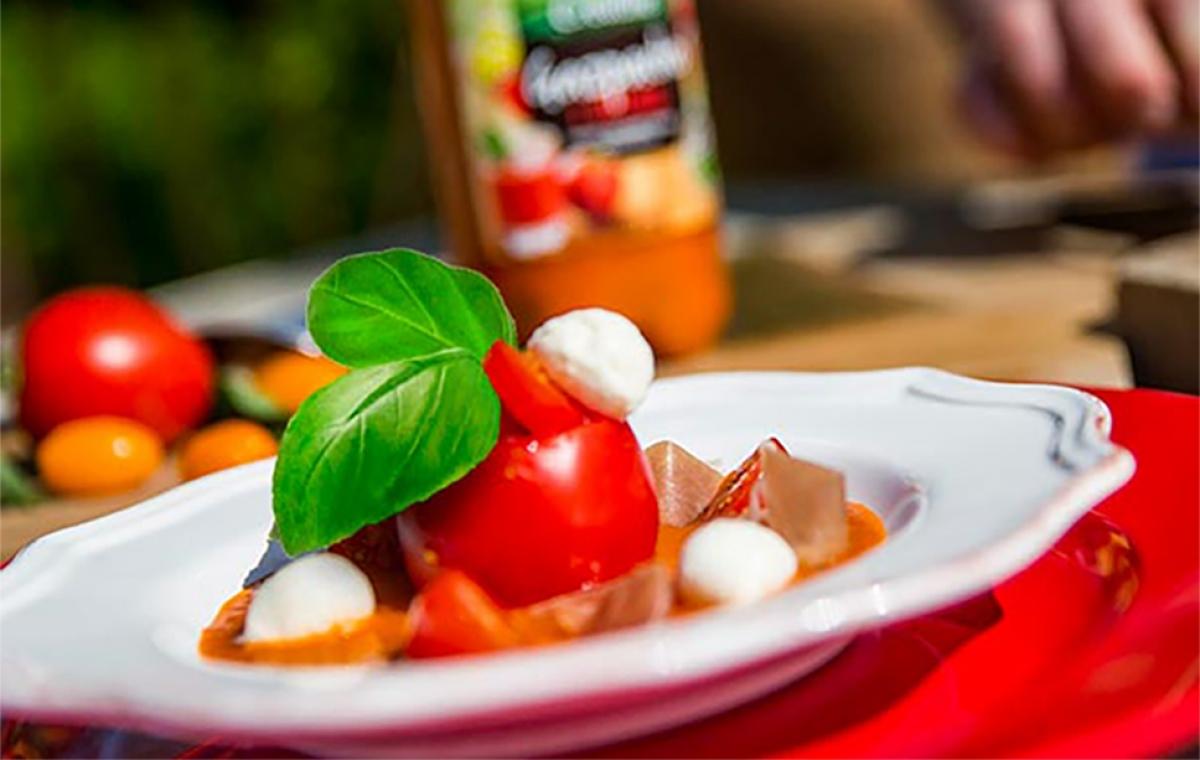 Créaline recette d'été : gelée de gazpacho tomates mozarella et jambon de pays