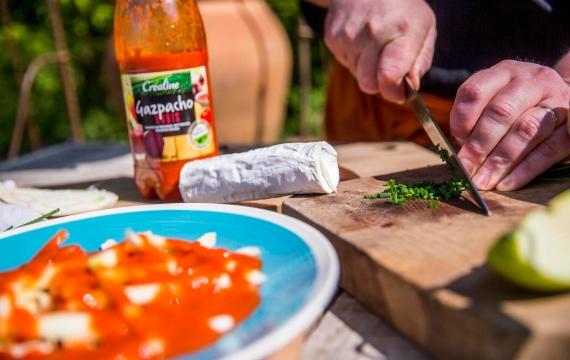 Créaline recette rafraichissante gazpacho rubis au fromage de chèvre, fenouil et pomme croquante