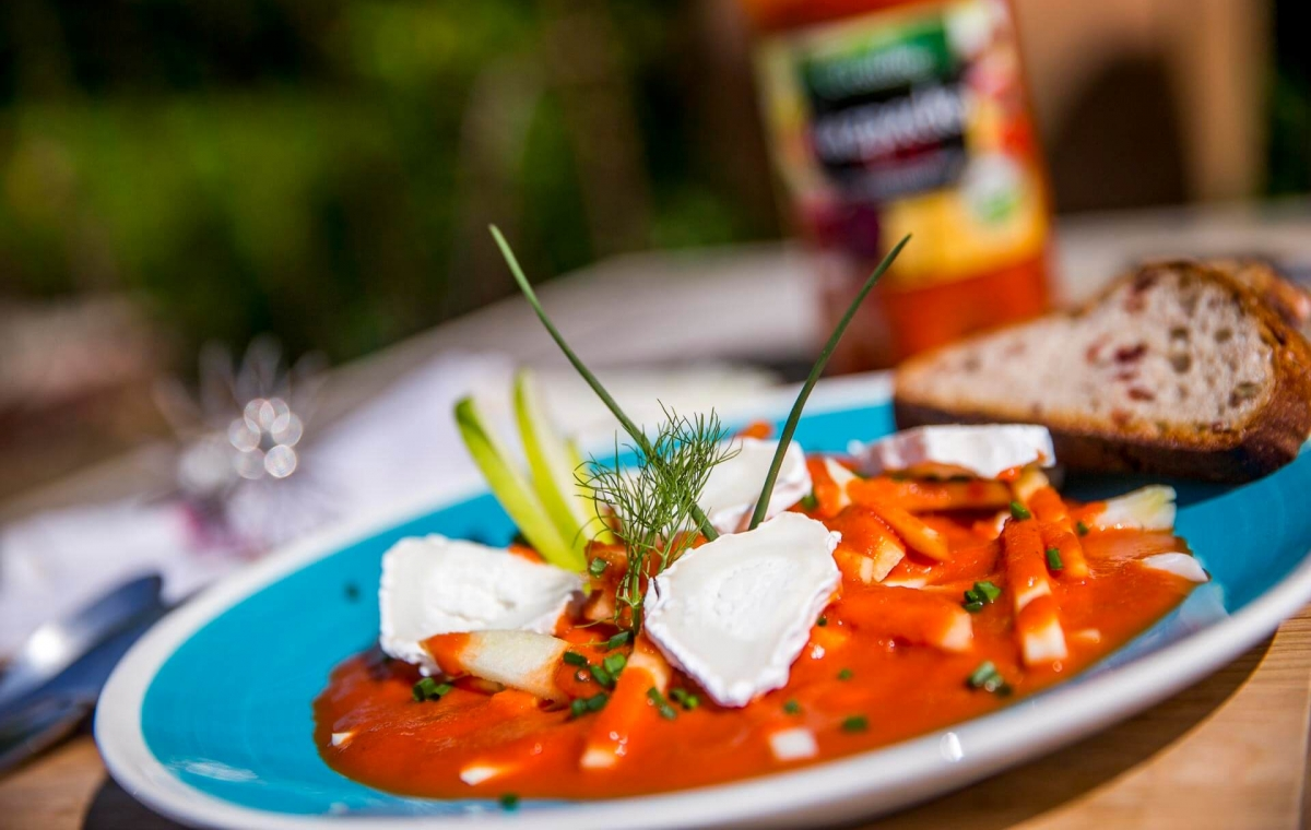Créaline recette rafraichissante gaspacho rubis au fromage de chèvre, fenouil et pomme croquante