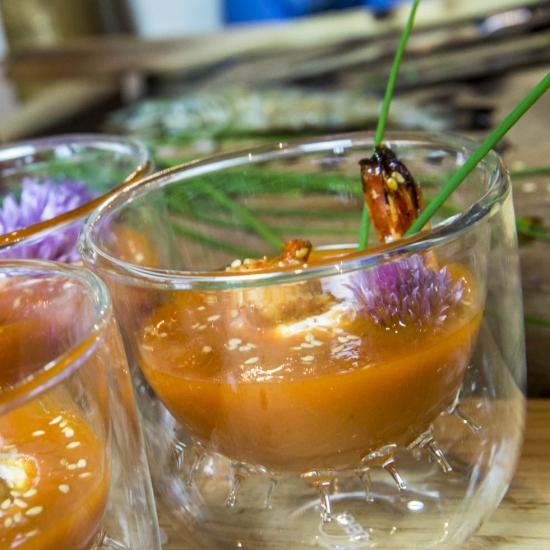 Une recette fraicheur pour l'apéritif : gazpacho l'Original et gambas au miel